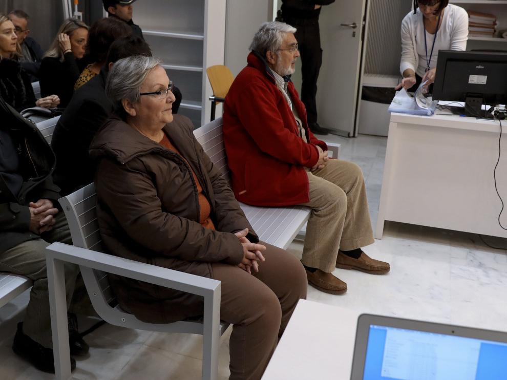 Los acusados Victoria Gómez Méndez y José Antonio Ramón Teijelo, en el inicio del juicio en la Audiencia Nacional.