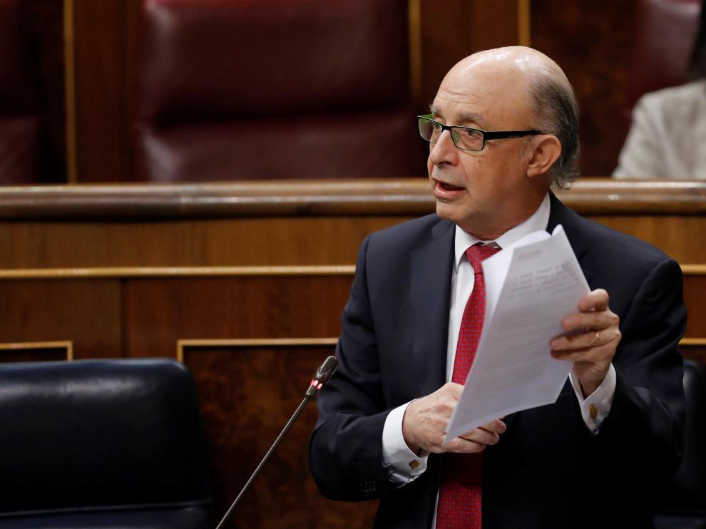 Cristóbal Montoro durante su intervención en la sesión de control al Gobierno.
