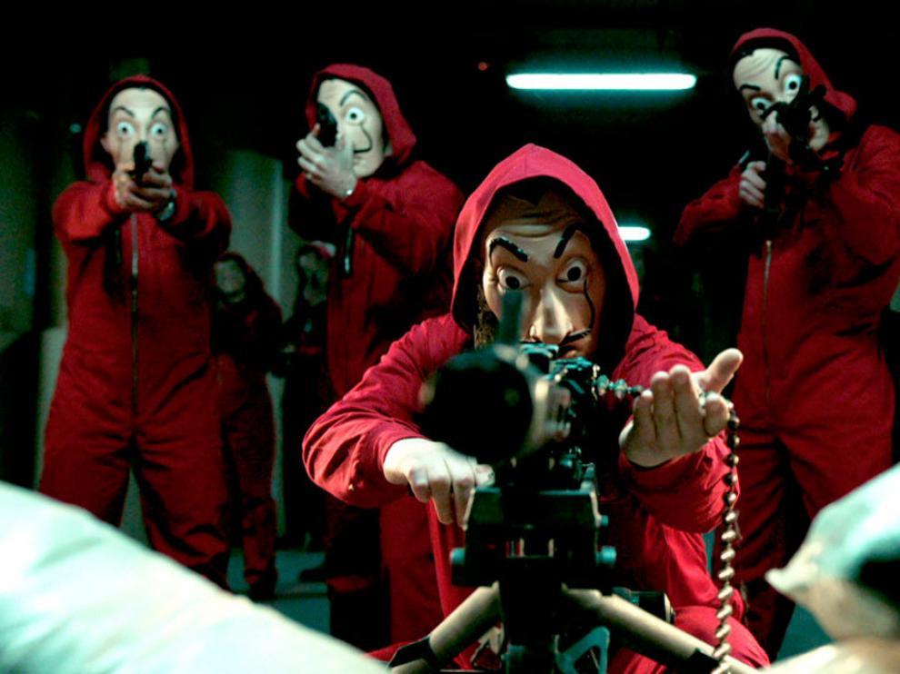 En 'La casa de papel' una banda de atracadores se oculta tras una máscara que caricaturiza el rostro de Salvador Dalí.