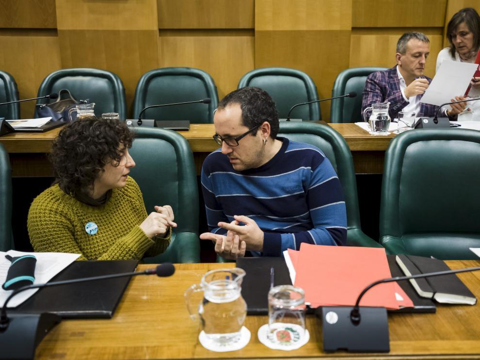 Arantza Gracia y Alberto Cubero, en el pleno de ayer