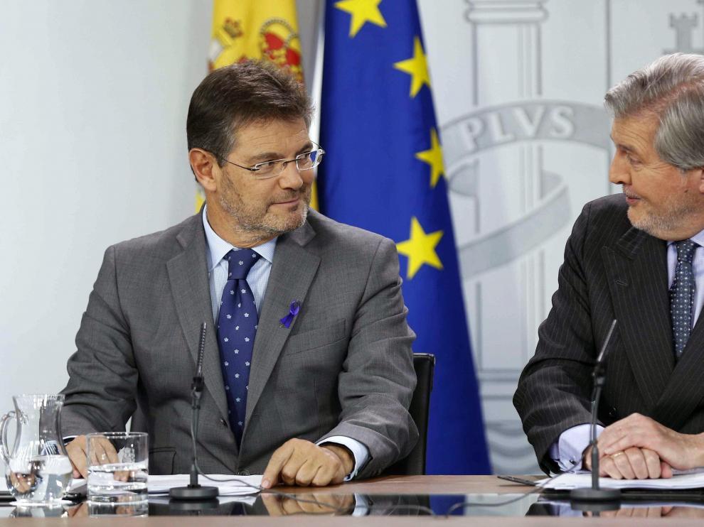 Rafael Catalá y Méndez de Vigo en la rueda de prensa posterior al Consejo de Ministros