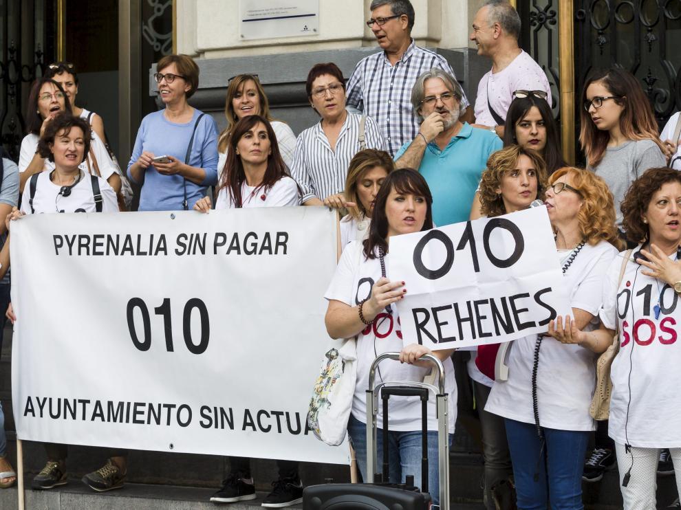 Las trabajadoras del 010 en una protesta de 2017 por los impagos de sus nóminas.