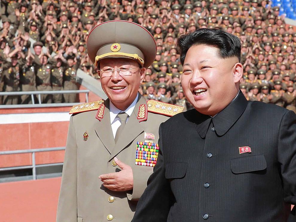 Kim Jong-un y Ri Yong-gil en un acto militar.