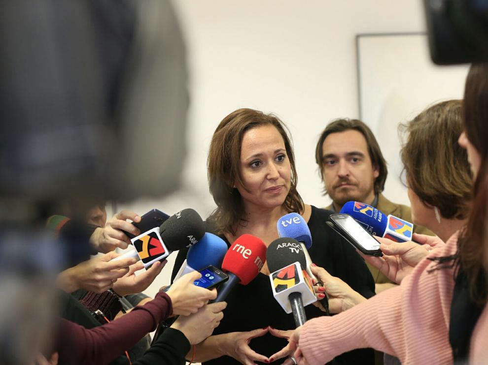 La consejera de Educación, Cultura y Deporte del Gobierno de Aragón, Mayte Pérez, comparece ante los medios en una imagen de archivo.