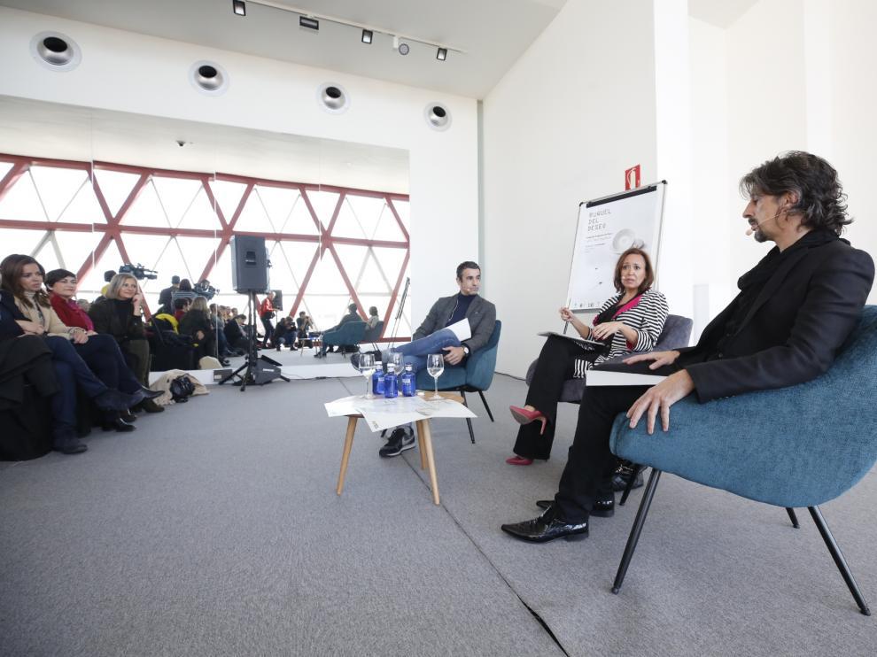 La consejera de Educación y Cultura, Mayte Pérez, con Víctor Jiménez (izquierda) y Miguel Ángel Berna.