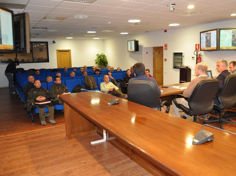 Reunión celebrada en Valderrobres para analizar cómo se afronta la epidemia de sarna que afecta a la cabra montés de Los Puertos de Beceite.