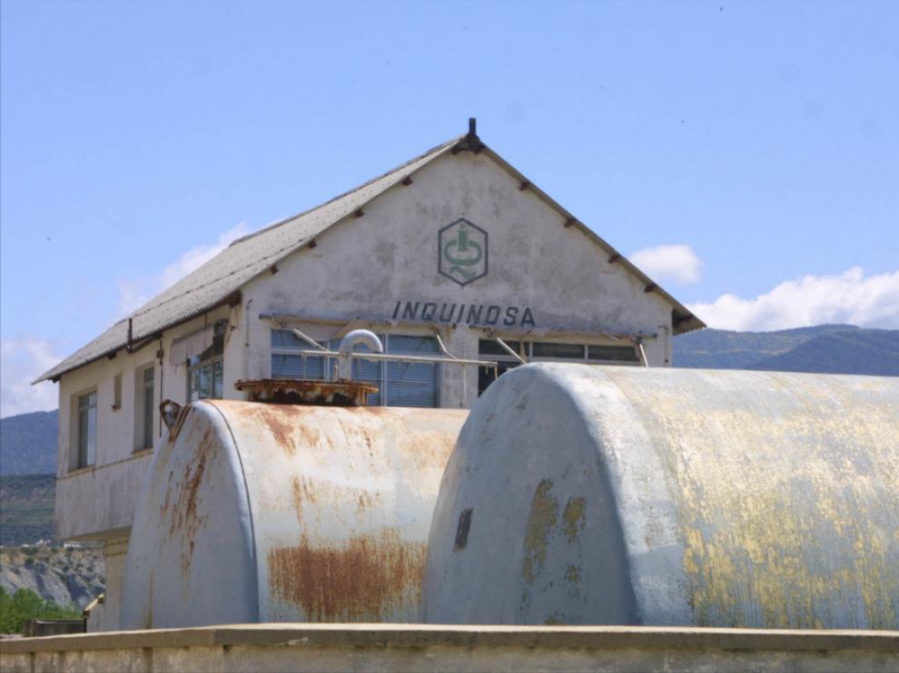 Exterior de la antigua fábrica de Inquinosa (2014)