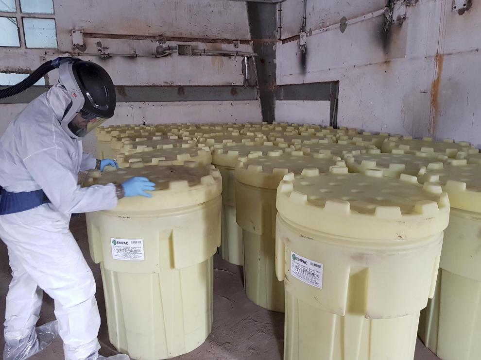 Encapsulado de los residuos de lindano que quedan en la antigua fábrica de Inquinosa para almacenarlos en condiciones estancas en la misma factoría (2017)