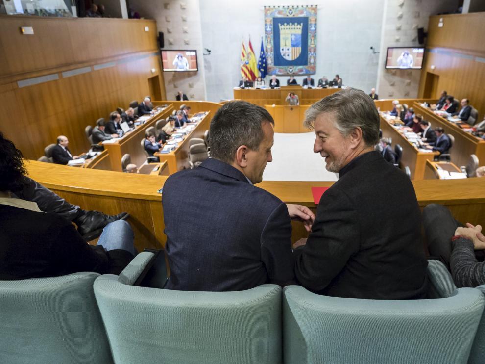 Rivarés y Santisteve, en la sesión de las Cortes de Aragón en la que ha sido aprobada la ley de Capitalidad que permitirá transferir 21,5 millones a Zaragoza
