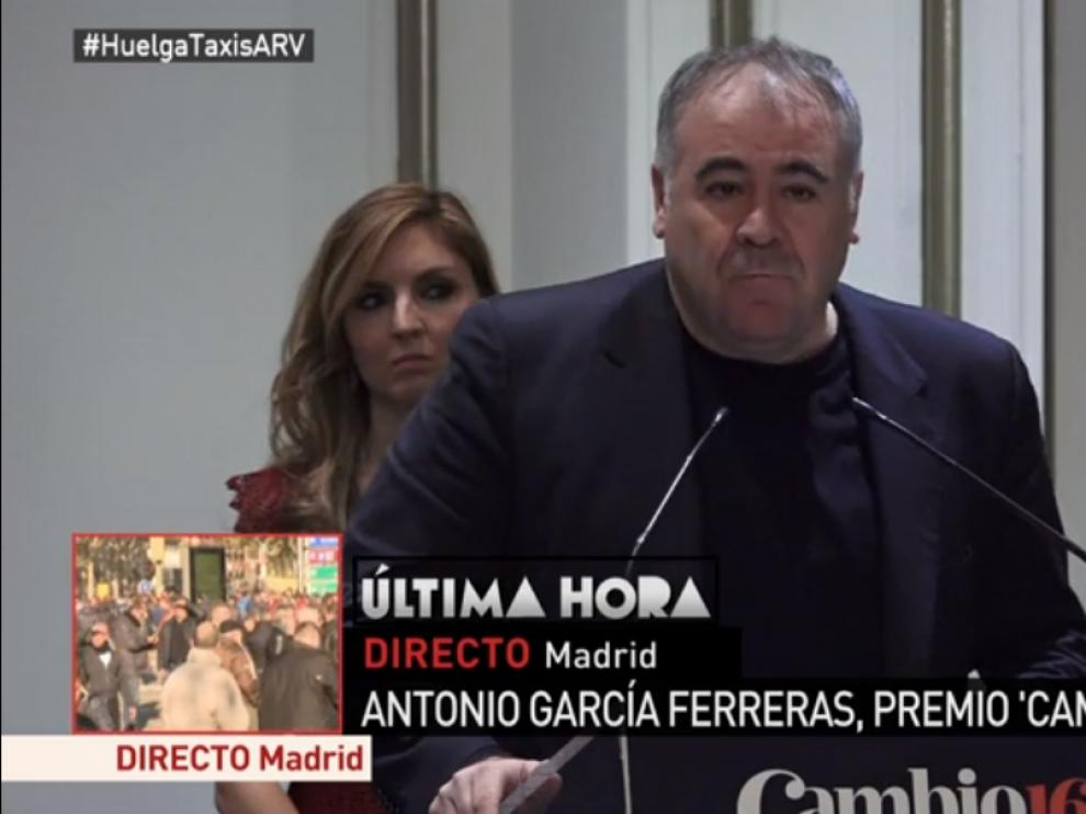 Antonio Ferreras recogiendo el premio
