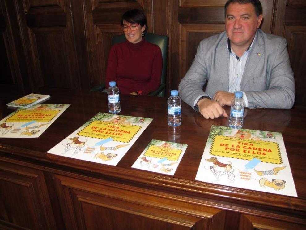 Presentación de la campaña 'Tira de la cadena por ellos', en el Ayuntamiento de Teruel