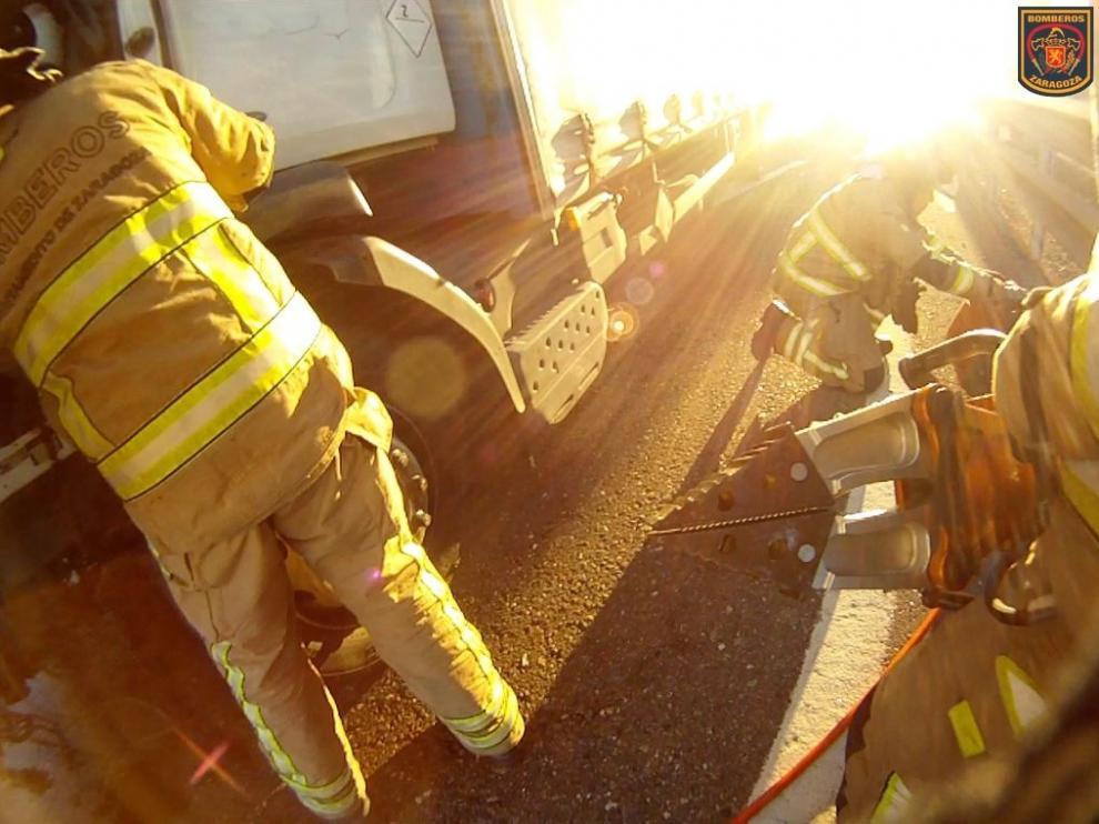 Foto del camión accidentado en Monzalbarba