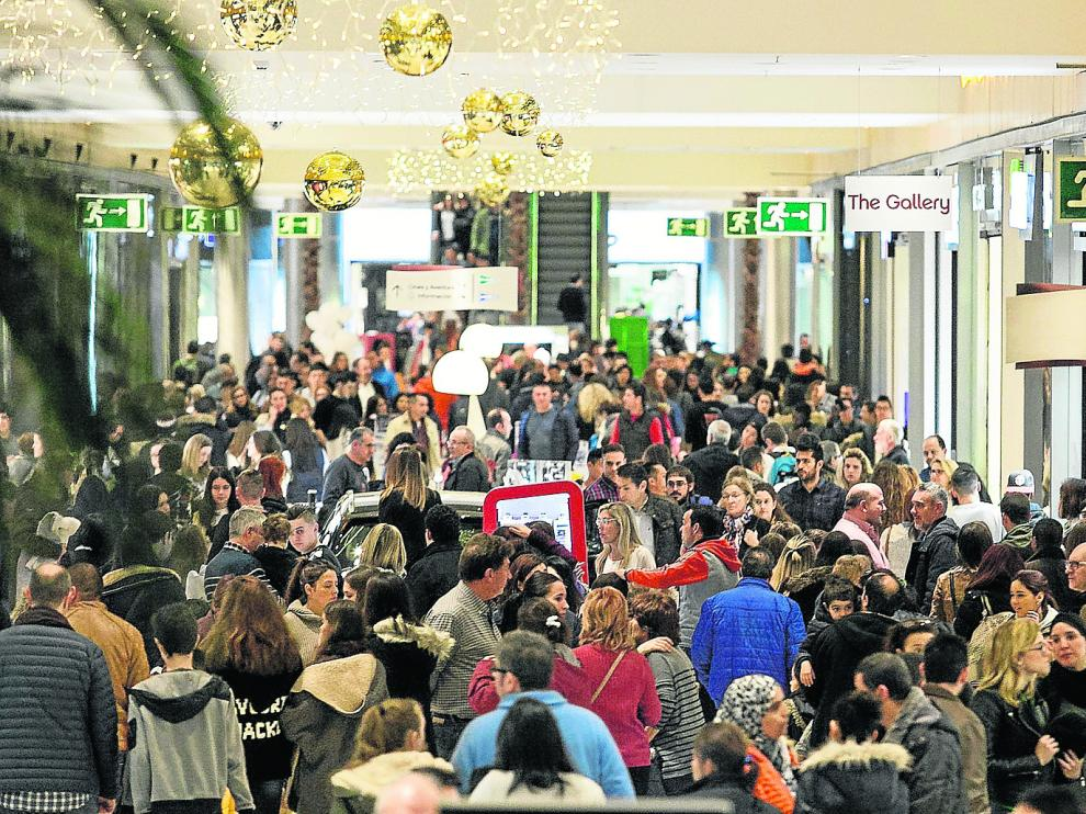 El centro comercial Puerto Venecia de Zaragoza, durante la campaña de Navidad del año pasado.