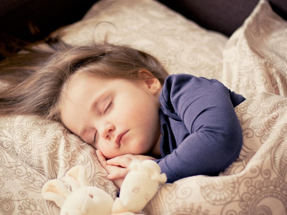 Las sábanas y el pijama juegan un papel fundamental en el descanso.