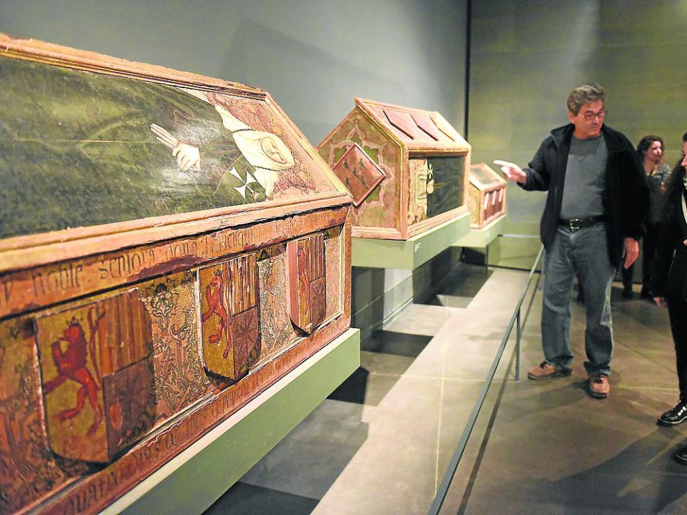 Cajas sepulcrales de las prioras de Sijena, tres de las piezas expuestas en el Museo de Lérida.