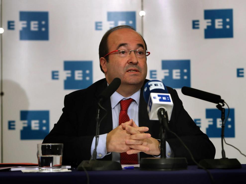 El candidato del PSC a la presidencia de la Generalitat, Miquel Iceta, durante la rueda de prensa que ha ofrecido en la sede de la Agencia Efe en Barcelona.