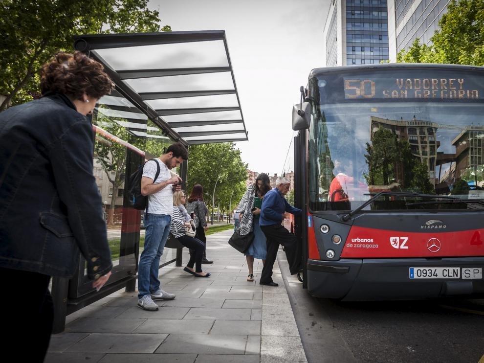 Imagen de archivo de un autobús urbano de Zaragoza.
