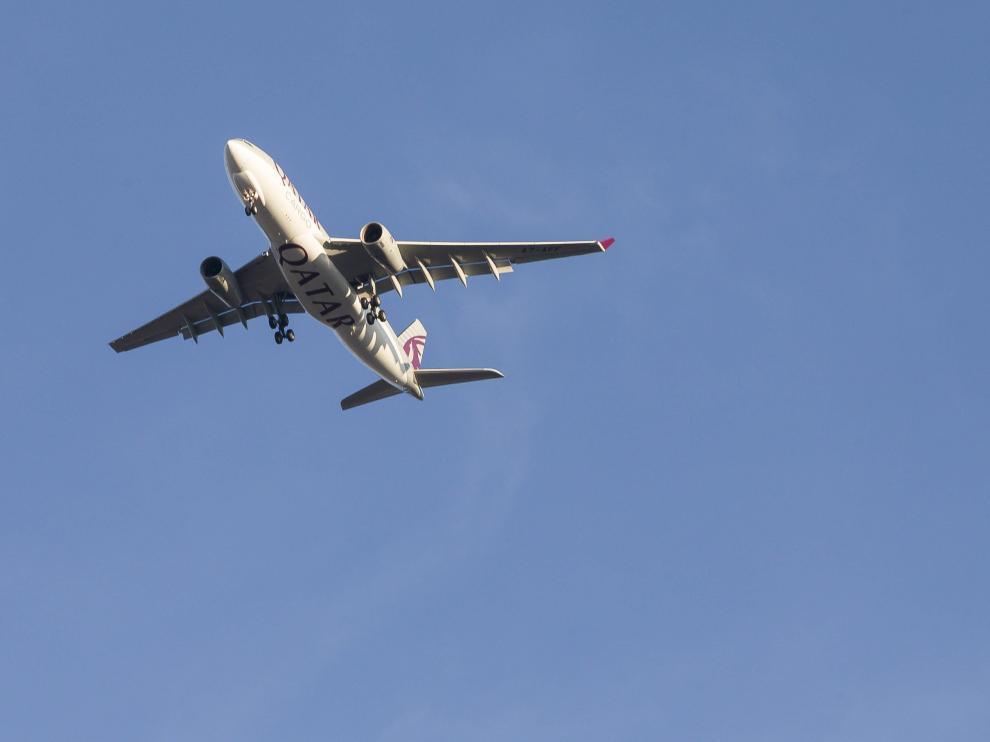 Un avión de carga llegando al aeropuerto de Zaragoza.