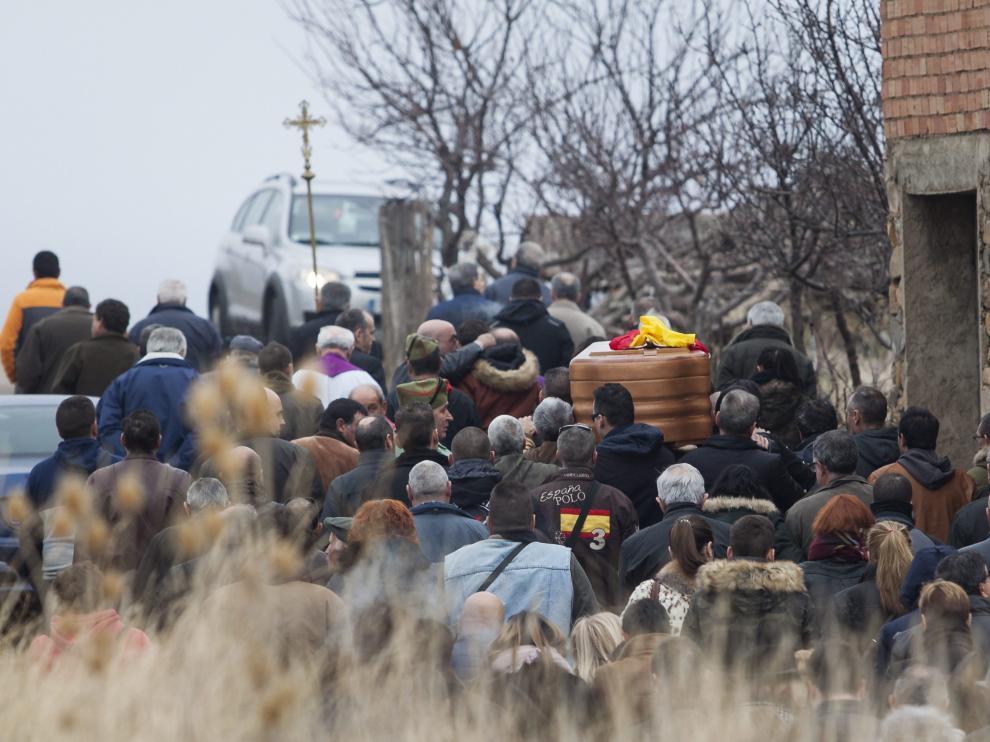 Cientos de vecinos arropan a la familia de Laínez en Litago