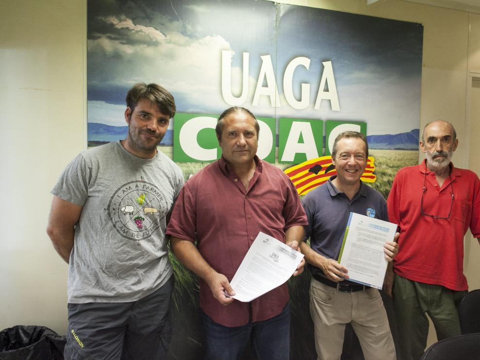 José Luis Iranzo Alquézar, primero por la izquierda, en un acto de UAGA-COAG.