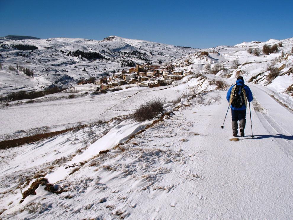 Aspecto de Valdelinares nevado durante el invierno.