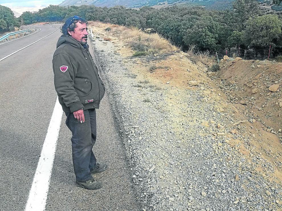 Miguel Hernández, alguacil de Cantavieja, junto al lugar dónde terminó la huida de Vaclavic.