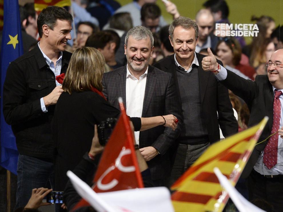 Sánchez, Zapatero e Iceta, en el mitin del PSC.