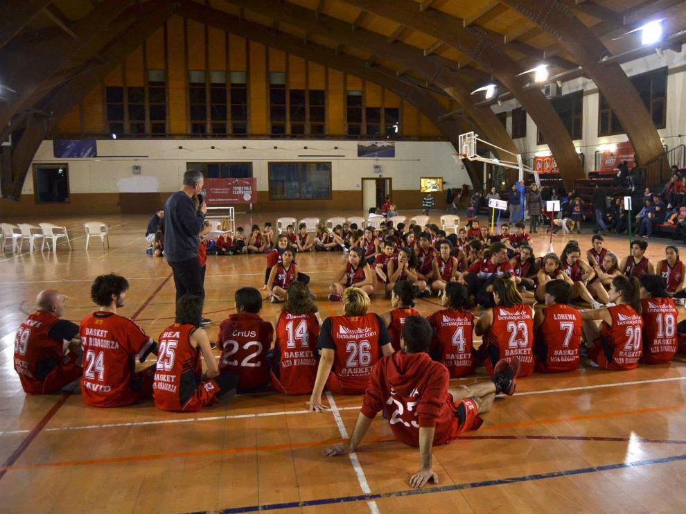 Imagen general de la presentación del Basket Alta Ribagorza en Castejón de Sos.