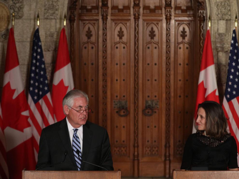 El secretario de Estado de Estados Unidos, Rex Tillerson y la ministra de Asuntos Exteriores de Canadá, Chrystia Freeland.