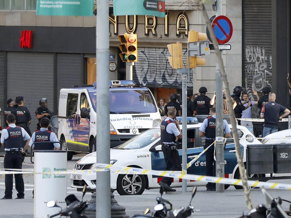 Trece personas murieron en el ataque a las Ramblas, en Barcelona.
