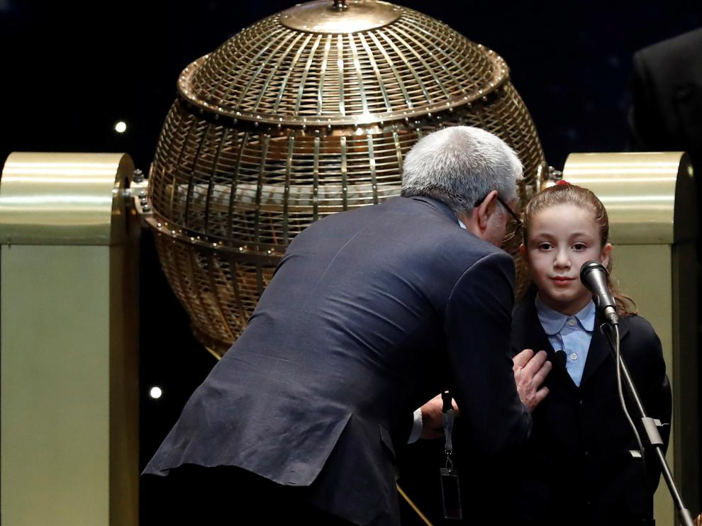"""Aya, la niña de San Ildefonso que ha encandilado al público con sus """"miiiiiiiiiil eeeeeeuroooos"""""""
