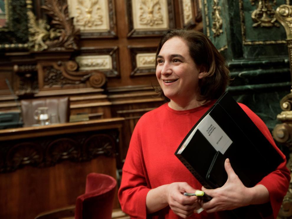 La alcaldesa Ada Colau, durante un pleno del Ayuntamiento barcelonés.