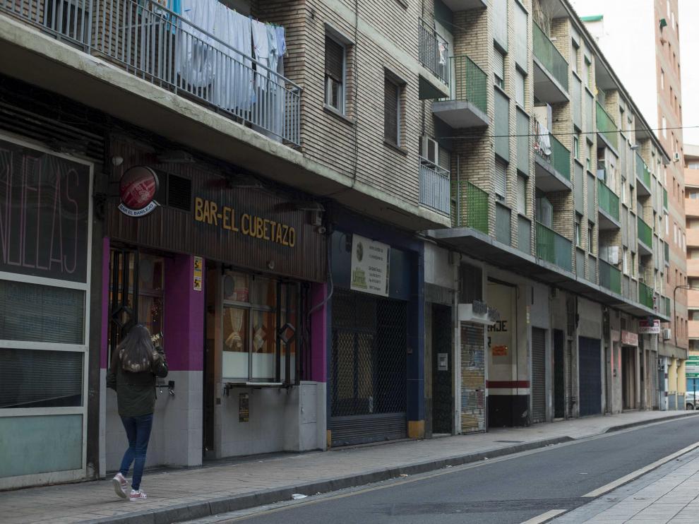 El bar El Cubetazo, en la calle de San Rafael, quedó destrozado tras la pelea.