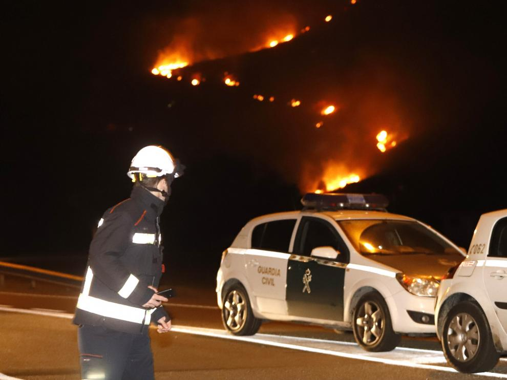 El incendio obligó a desalojar 60 viviendas.