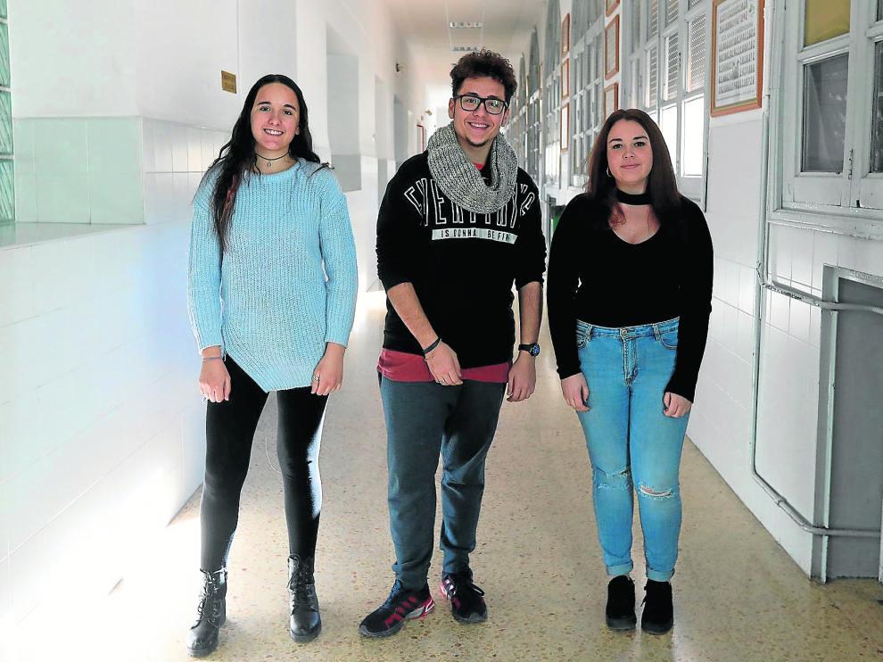 Andrea Insa, Joaquim Dos Anjos y Alba Molada, del IES_Santa Emerenciana, en Teruel.