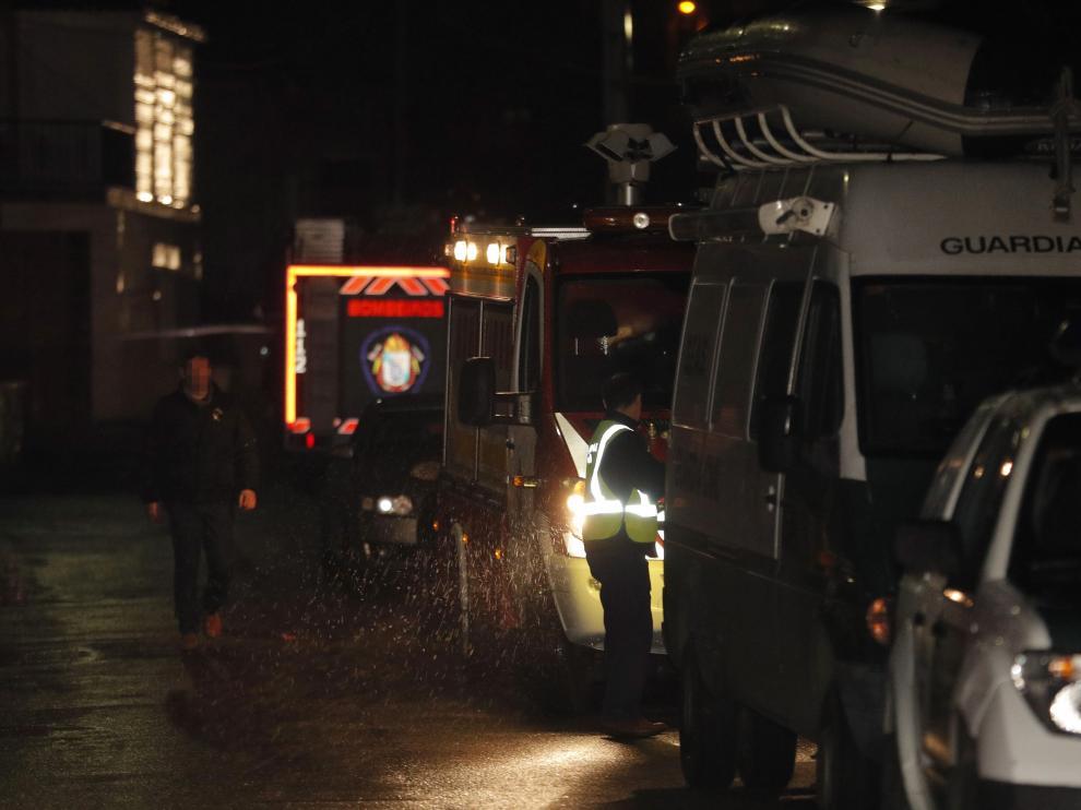 Vehículos de la Guardia Civil y ambulancias en la nave donde se ha localizado el cadáver de Diana Quer