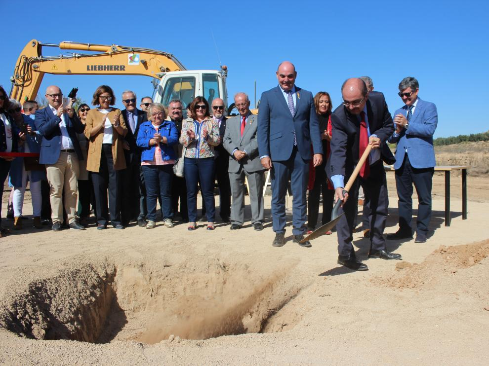 El acto de colocación de la primera piedra del hospital de Alcañiz