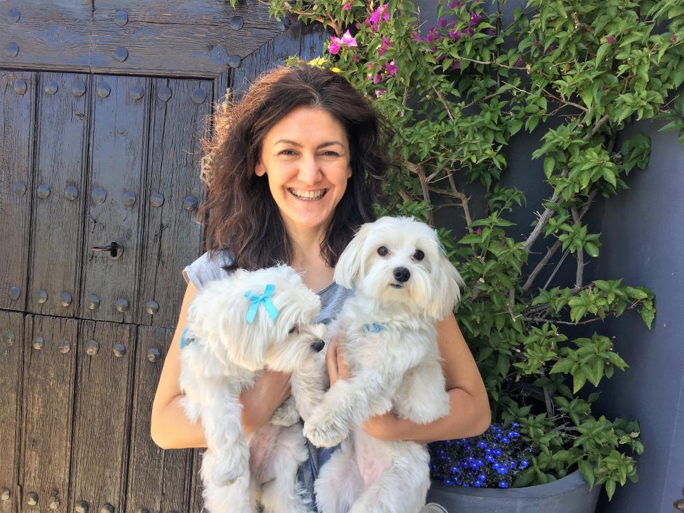 Silvia Porras, canguro de perros, que pide una regulación sobre esta actividad.