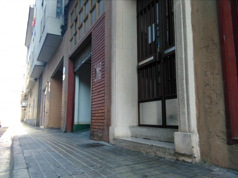 Bloque de la calle Río Huerva en el que viven el anciano y la vecina que dio el aviso para auxiliarle.