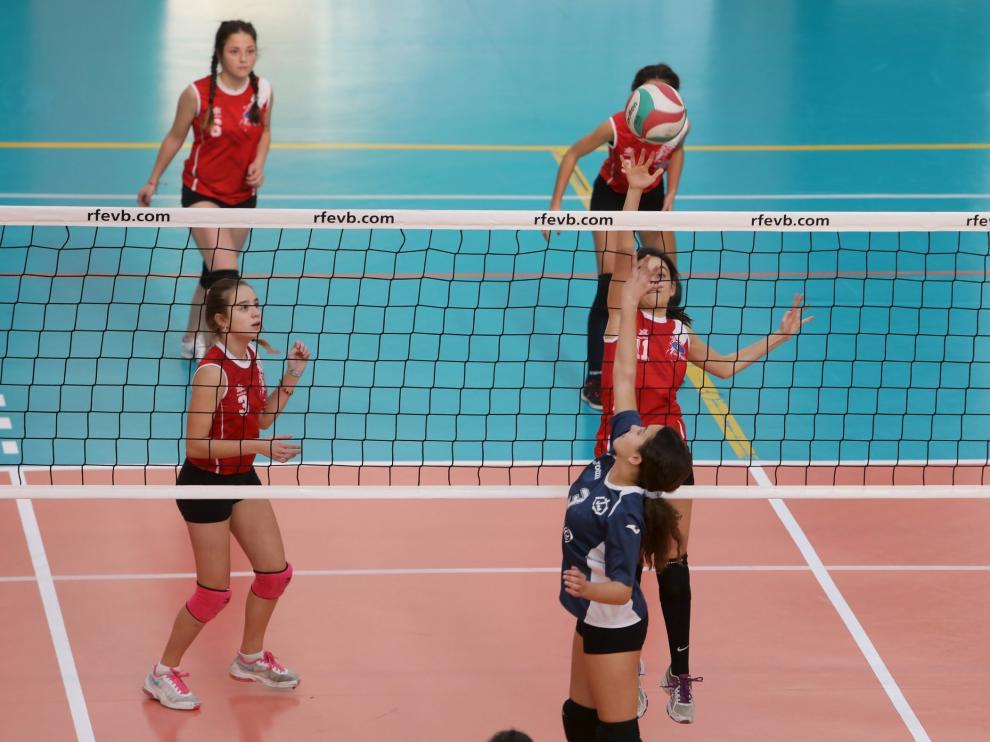 Las chicas predominaron en el Torneo de Reyes, disputado ayer en Teruel.