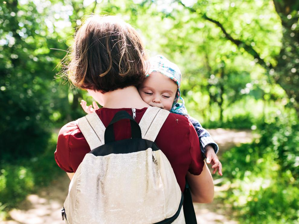 Busca equiparar la duración de los permisos de maternidad y paternidad independientemente de su sexo.