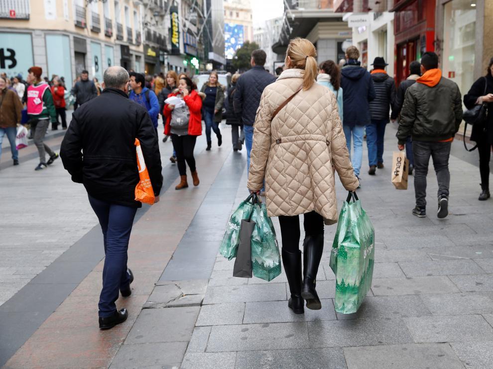 Aunque algunos las adelantan, la mayoría de comercios mantiene el inicio de las rebajas el 7 de enero.