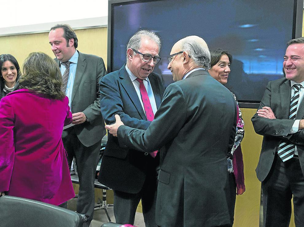 El consejero Fernando Gimeno y el ministro Cristóbal Montoro, en un Consejo de Política Fiscal.