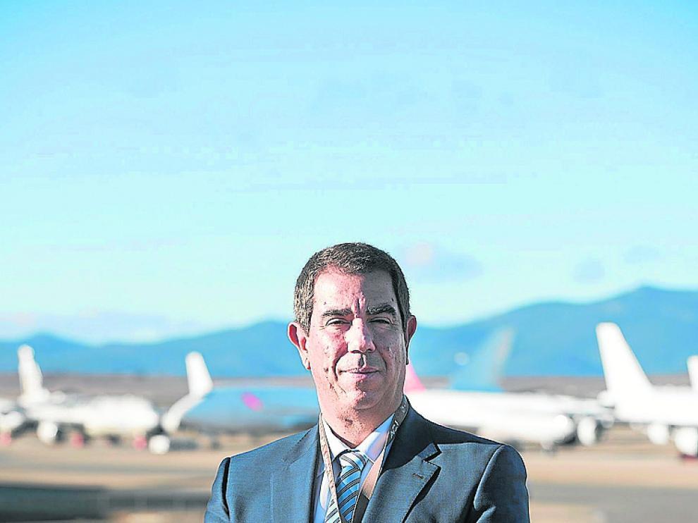 Alejandro Ibrahim, en el aeropuerto de Teruel.