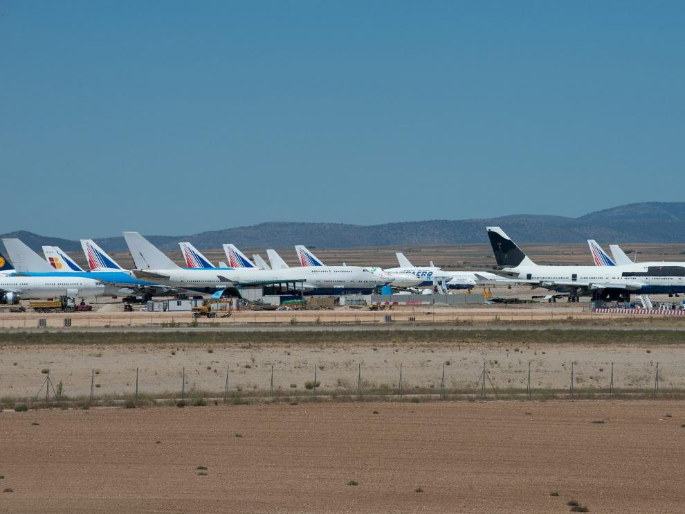 Aviones estacionados en el aeropuerto de Teruel.