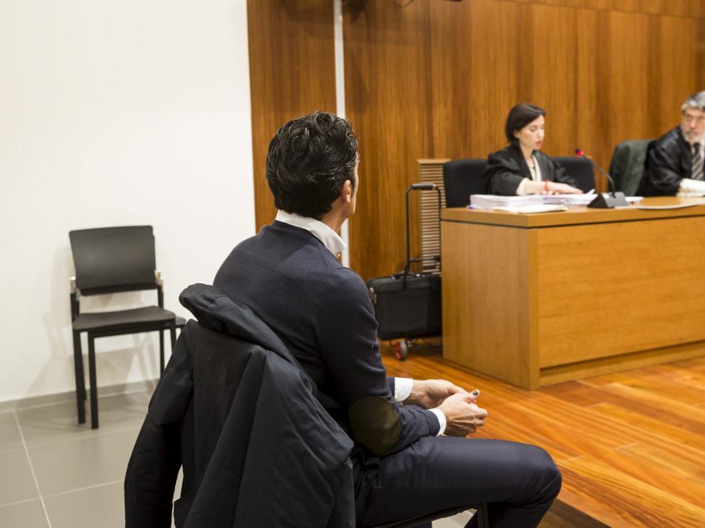 JoséÁngelNiubo, director ejecutivo de la escuela de negocios Esoen Business School (ahora cerrada), ha sido juzgado este martes en la Audiencia Provincial de Zaragoza