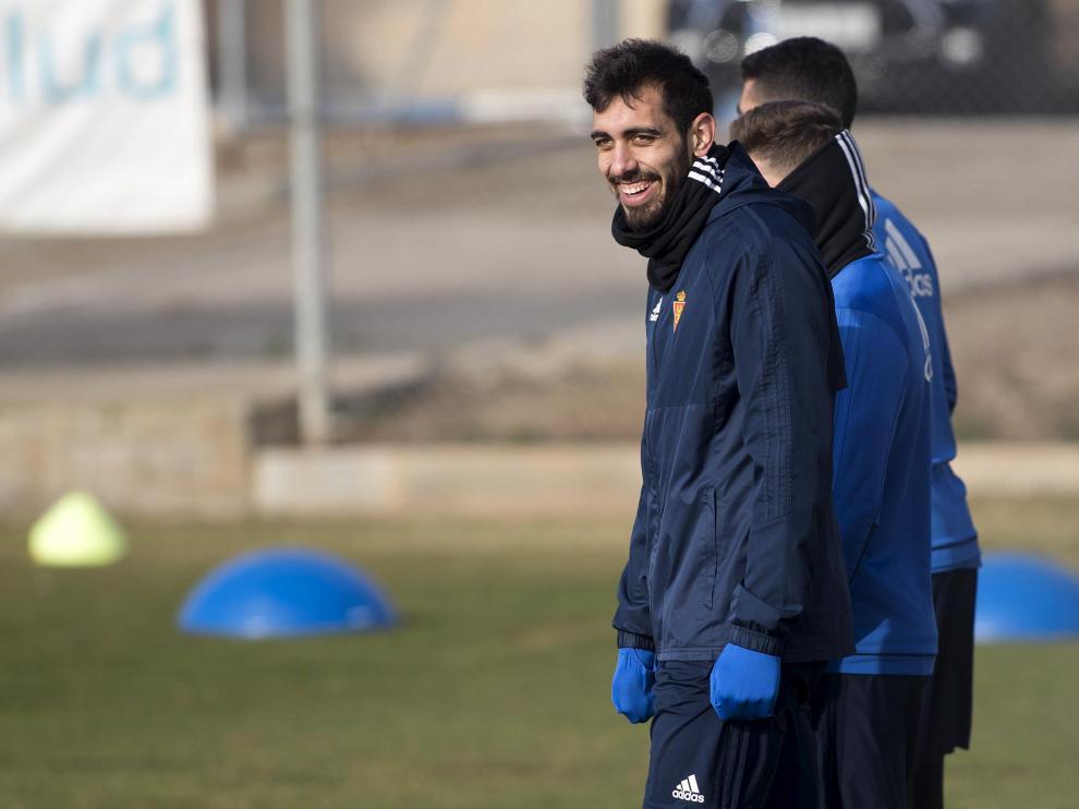 Borja Iglesias, en el entrenamiento de ayer del Real Zaragoza en la Ciudad Deportiva.