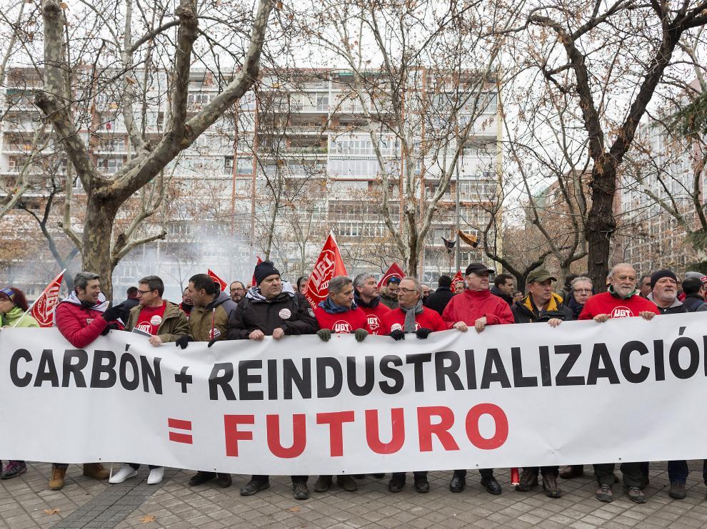 """Los mineros piden al ministro Nadal """"firmeza"""" para defender las centrales del carbón"""