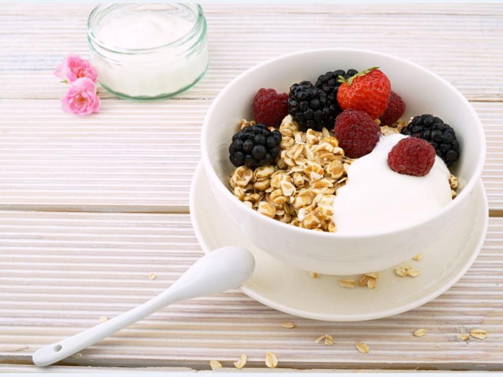 El yogur protege la flora intestinal.