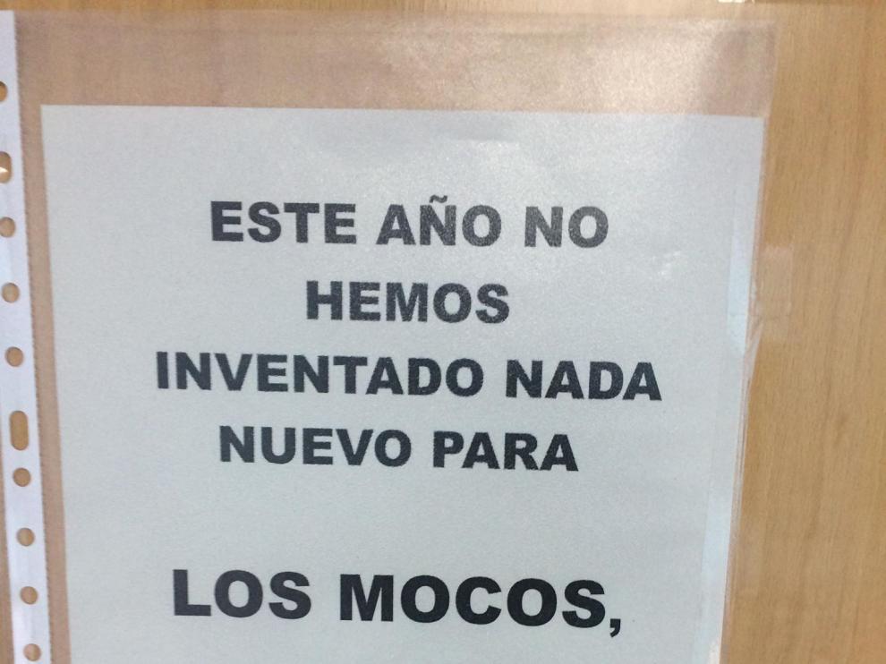 Mensaje informativo en el Centro de Salud Amparo Poch, en el barrio del Actur de Zaragoza.